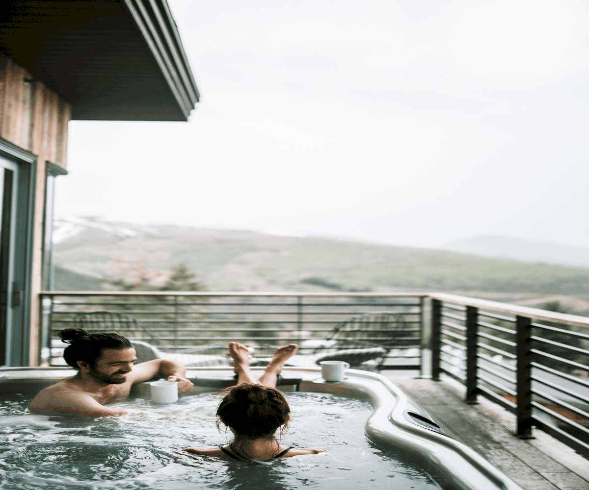 Can plug and play hot tubs be used in winter?
